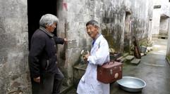 农村赤脚医生高老78岁,50多年每天出诊,5个村子数万人离不开!