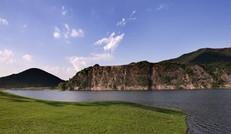 恬静的湖水