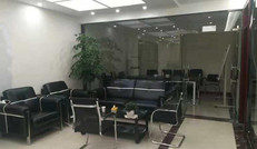 目的地旅行社会议室
