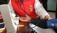 免费为老人测量血压