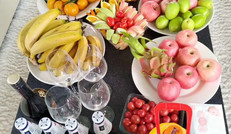 游艇上鲜美的水果